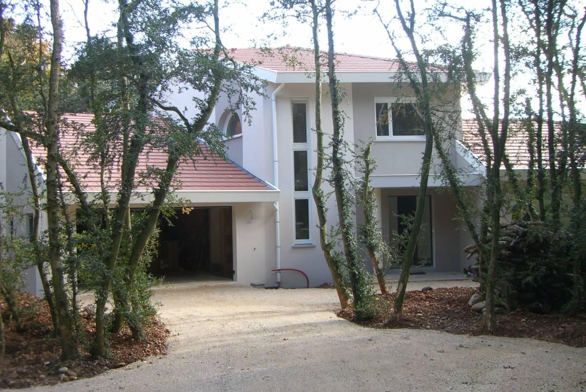 A Saint-Marcel-lès-Valence, construction d'une maison bioclimatique à étage, proche de Valence