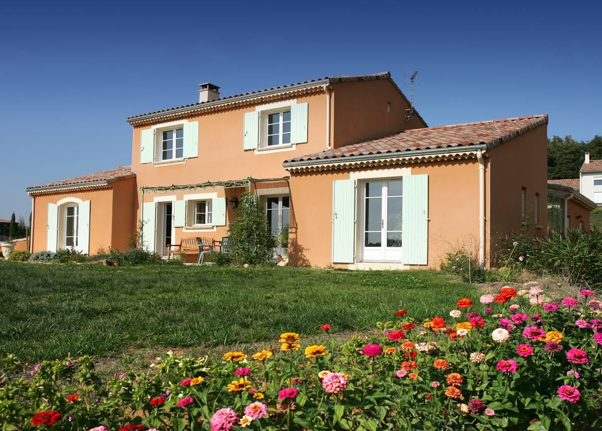 A Montmeyran, construction d'une belle maison provençale à étage proche d'Upie et d'Allex