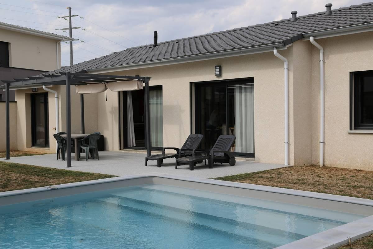 A Bourg-lès-Valence, Maison moderne neuve de plain-pied, proche de Valence