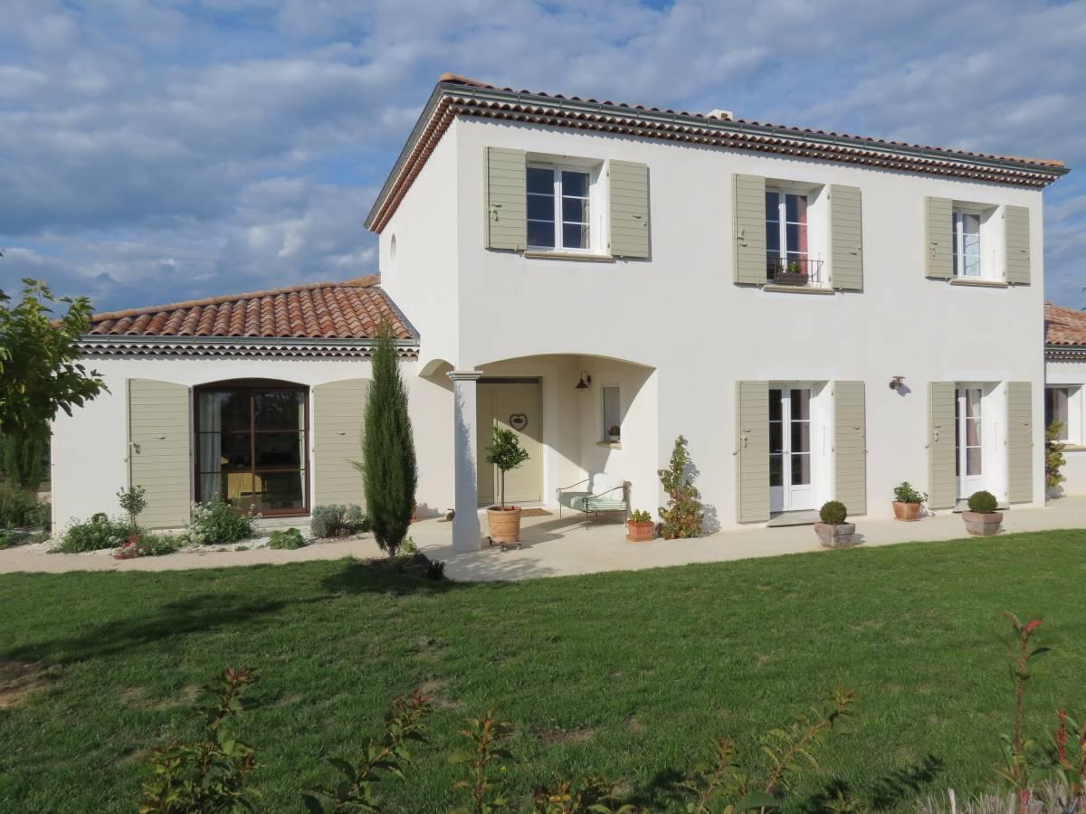 Maison bioclimatique traditionnelle et provençale, à étage à Charmes-sur-Rhône, proche de Valence
